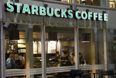 Encuentran sin vida en un Starbucks de Providencia a alumna del Nido de Águilas que era buscada por sus padres