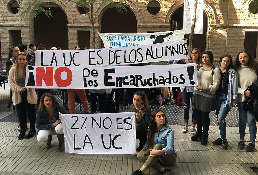 """Denuncian amenazas de muerte y consumo de alcohol en """"contratoma"""" de Derecho UC"""