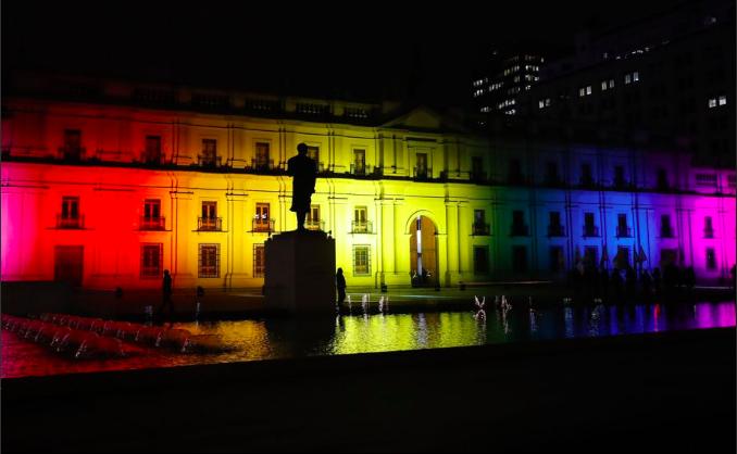 """Iluminación con bandera LGTB en La Moneda hizo arder a Iván Moreira: """"La izquierda aplaude esos gastos"""""""