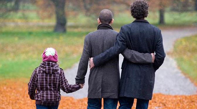 Nueva ley de adopciones debe incluir a parejas de mismo sexo