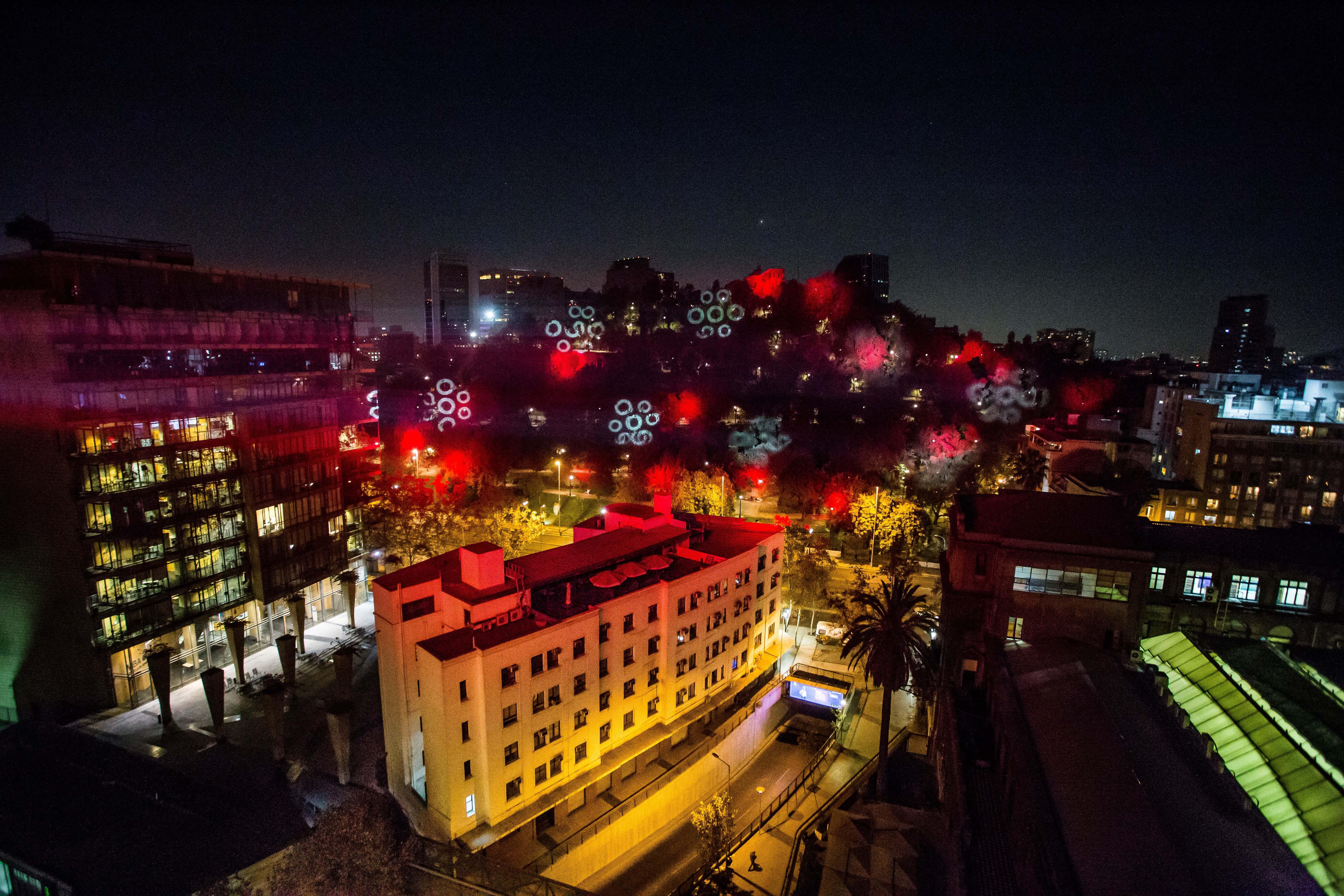 """""""Día Mundial contra el Cáncer de Sangre: icónicos lugares de Santiago se iluminarán de rojo"""""""