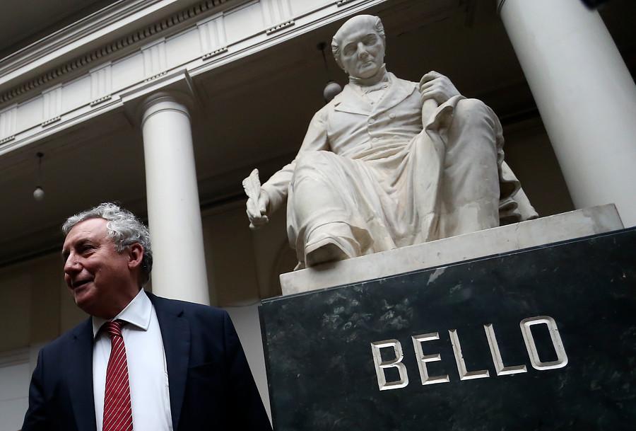 """""""No podemos salirnos de la legalidad"""": Vivaldi confirma que académico acusado de acoso no puede ser despedido"""