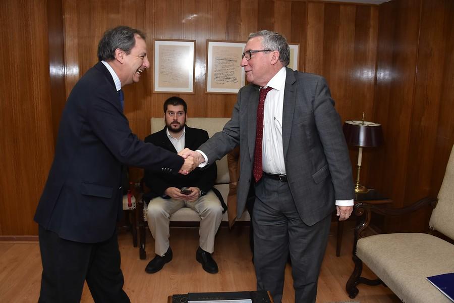 Rector de la U. de Chile solicita al Gobierno mejorar marco legal para los casos de abuso