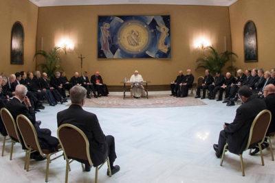 """""""¿Y la renuncia de Errázuriz?"""": la molestia con el Papa de la mujer ícono de abusados por sacerdotes"""