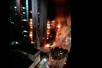 VIDEO | Brasil: captan el momento exacto cuando edificio de 24 pisos en llamas se derrumba