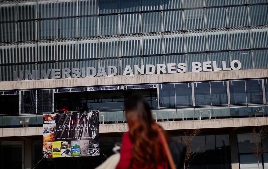U. Andrés Bello confirma suspensión de decano acusado de acoso sexual mientras dura la investigación