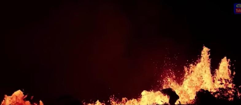 El impresionante registro de la lava llegando al océano en Hawaii