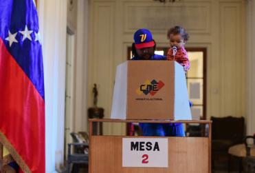 """Rusia acusa a EEUU de """"entorpecer las votaciones"""" en Venezuela"""