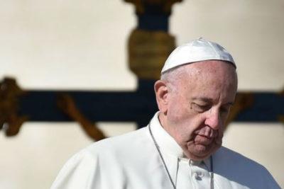 Papa Francisco recomienda a menores homosexuales asistir al psiquiatra para tratarse