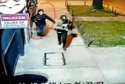 VIDEO |Cámaras captan huída de sospechosos de asesinar a mujer en República: iban riéndose