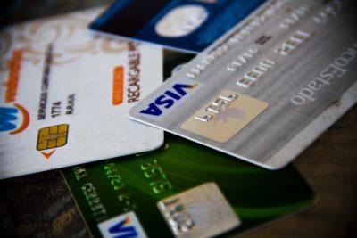 """Premio Nacional de Ciencias denuncia que banco no le renovó su tarjeta de crédito por """"viejo"""""""