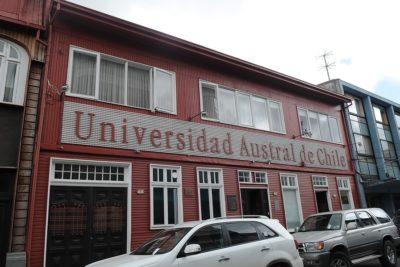 Justicia revoca despido de profesor de U. Austral sancionado por acoso sexual