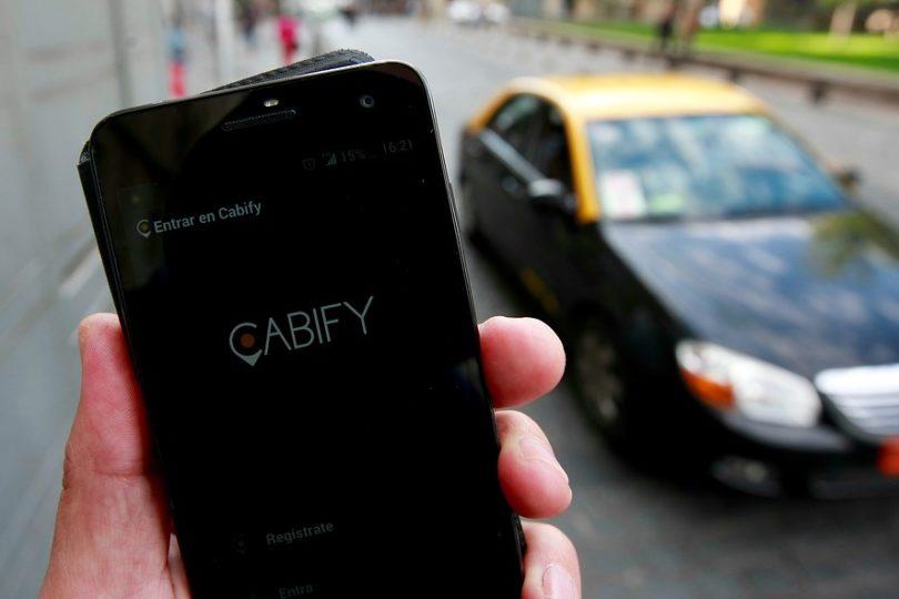 Cabify pide dar urgencia a proyecto de regulación de apps tras baleo de Carabineros a Uber