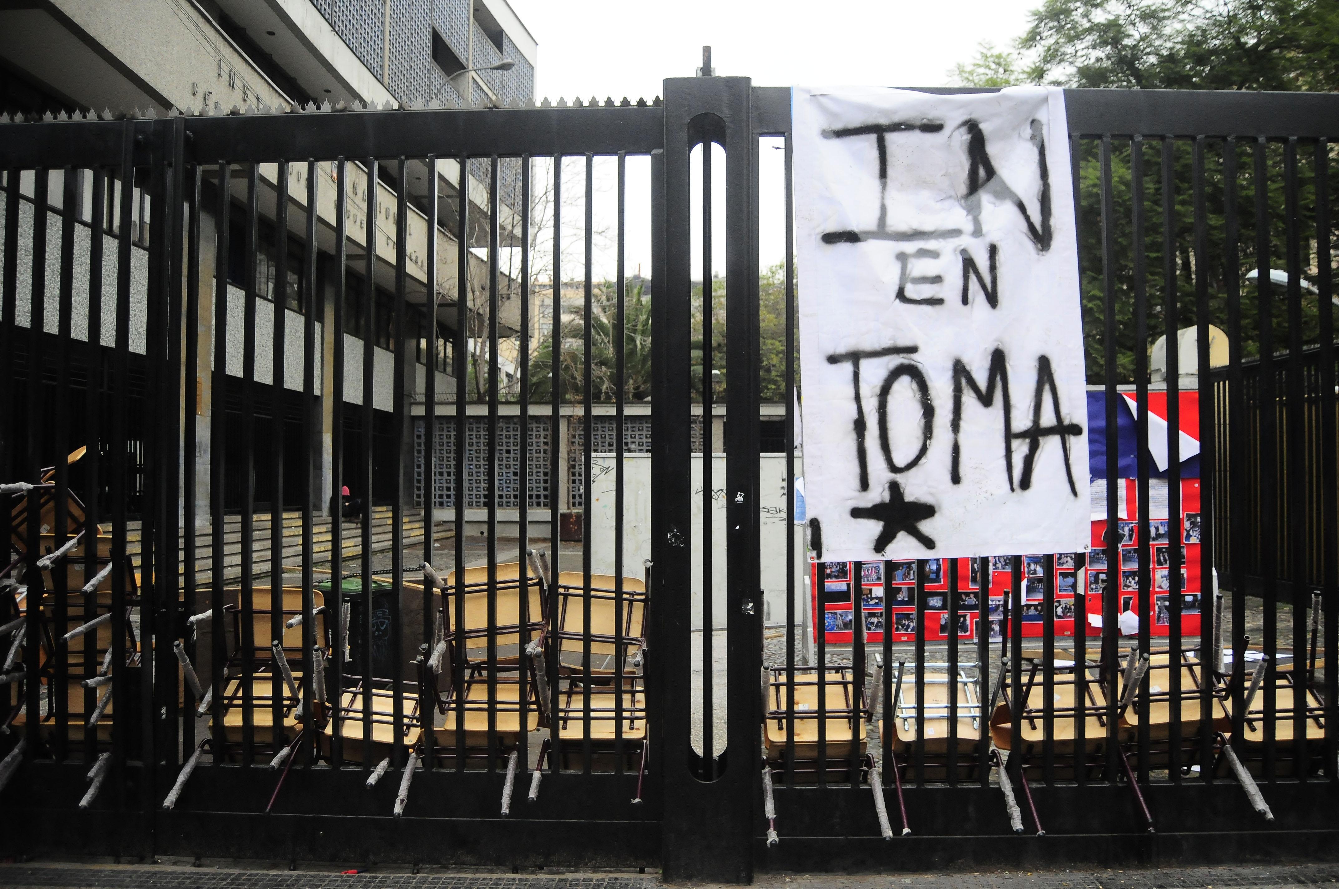 Alumnos del Instituto Nacional nuevamente votan a favor de la toma
