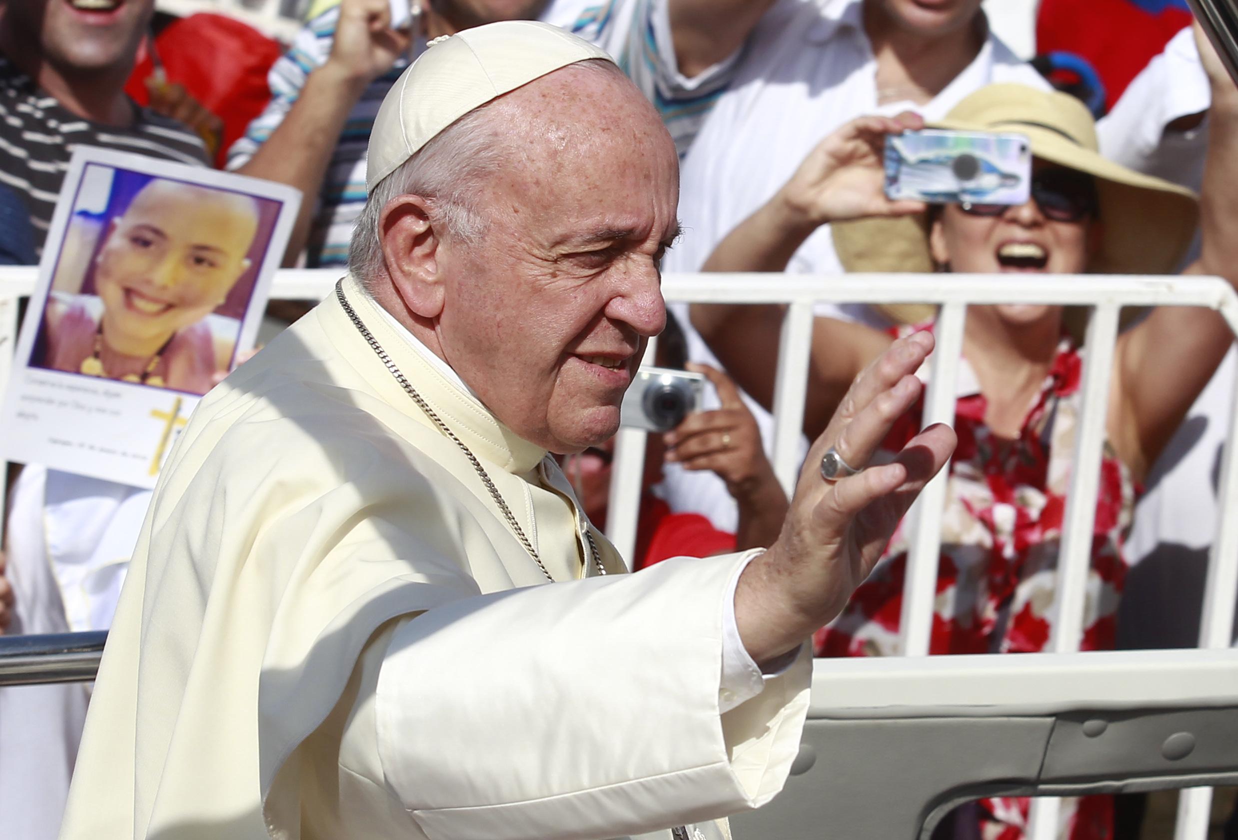 Arzobispo acusa al Papa Francisco de ignorar acusaciones de abuso y proteger a Barros, Errázuriz y Ezzati
