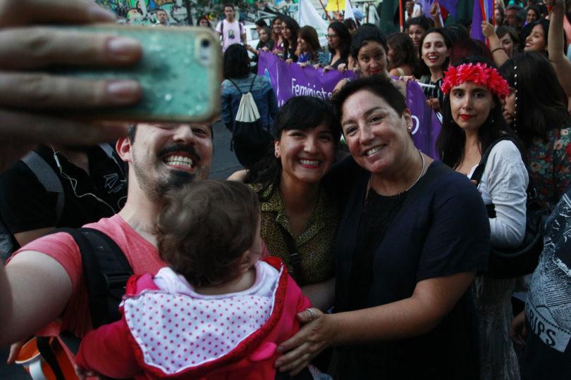 """Feministas chilenas piden a Argentina aprobar aborto: """"Es optar entre la clandestinidad o el derecho a la salud"""""""