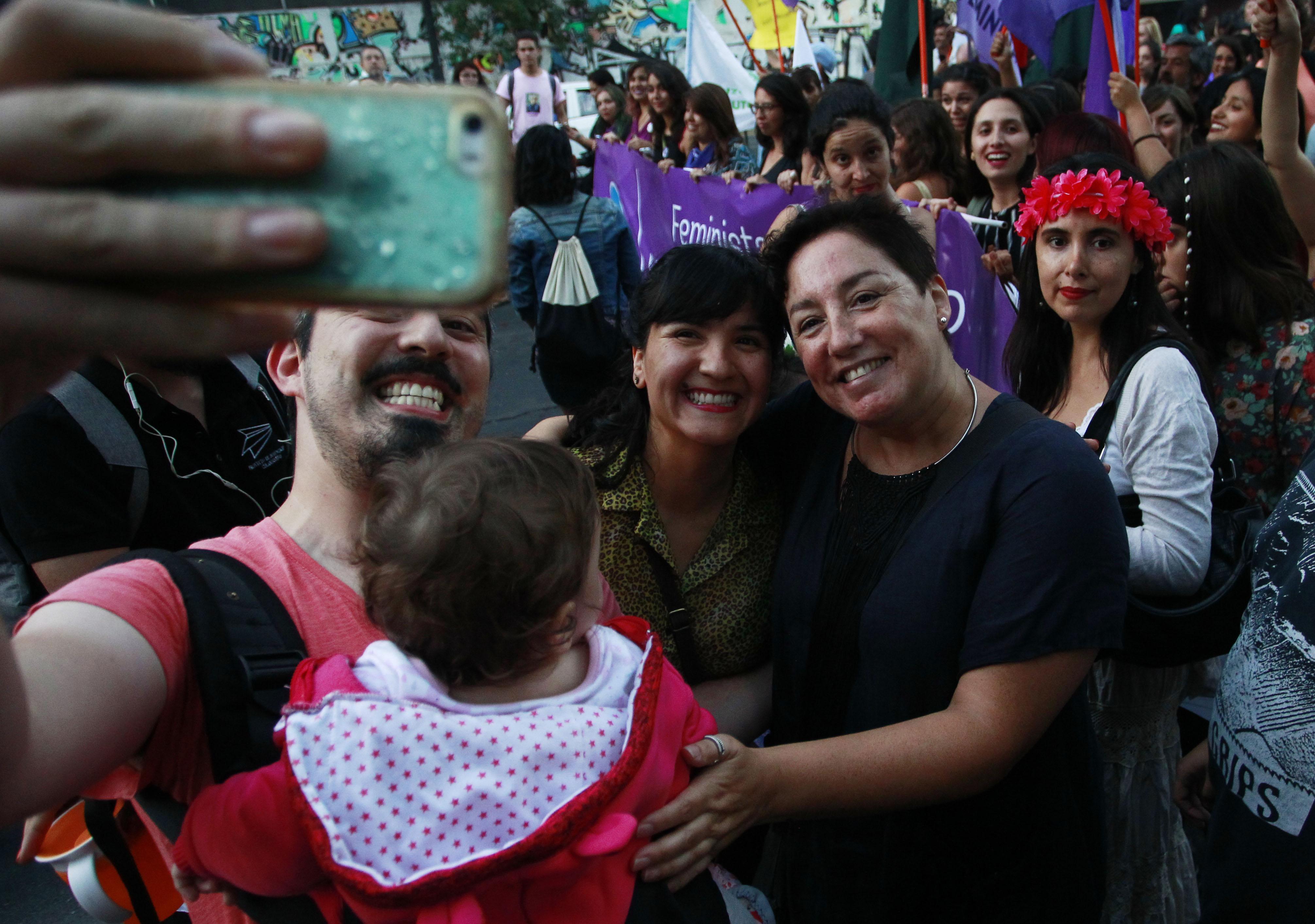 Feministas chilenas piden a Argentina aprobar aborto