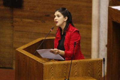 Diputada Cariola explica diferencia entre pensiones de violadores de DD.HH. versus montos de reparación a víctimas