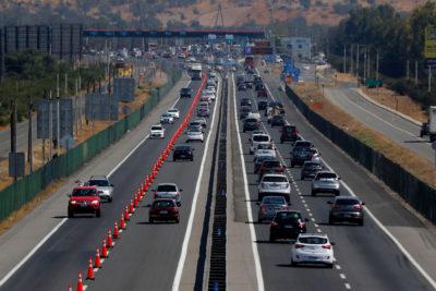Construir más autopistas podría agravar la congestión en los accesos a Santiago