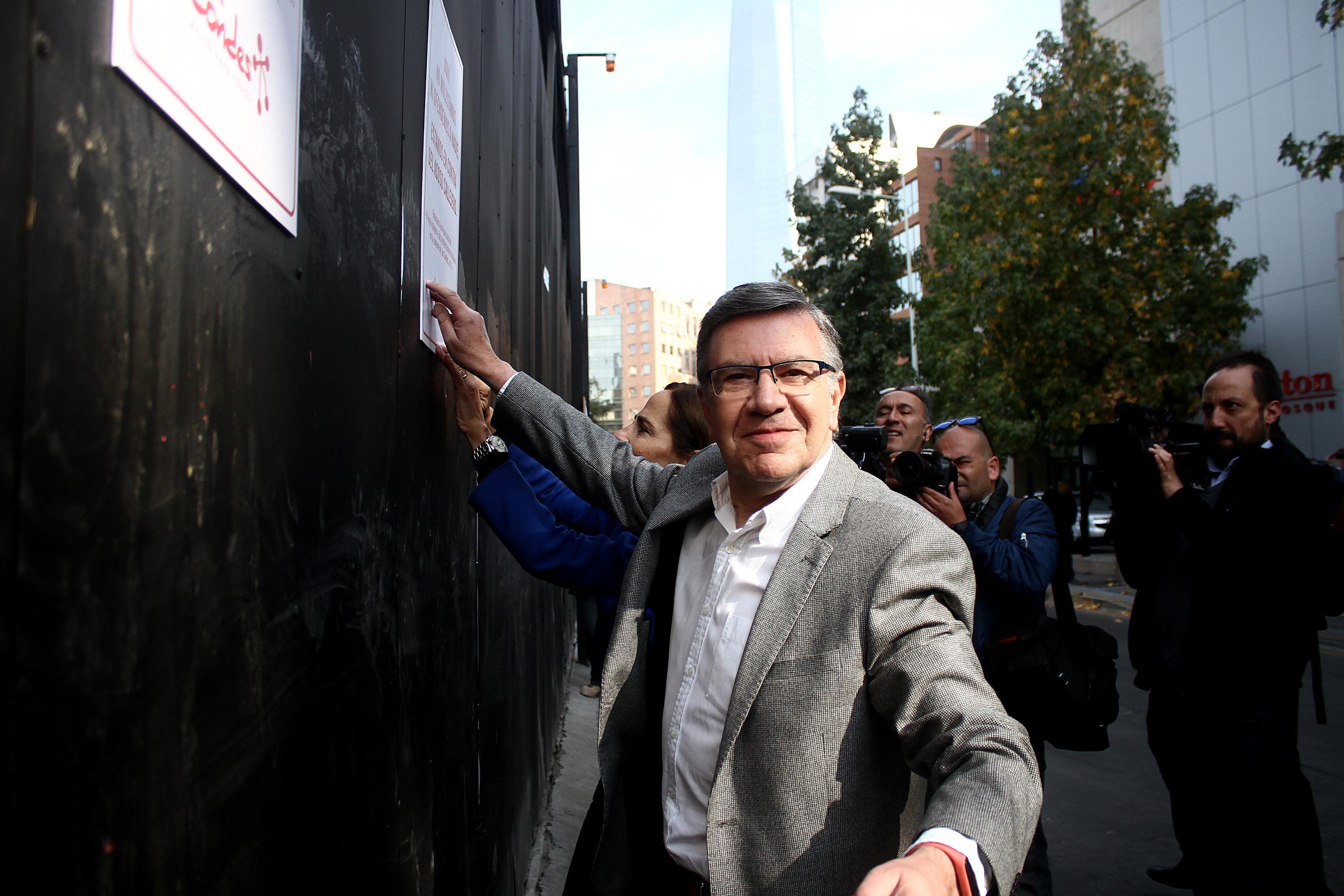 """""""Cursan nuevo parte por acoso en Las Condes: hombre abrazó y besó a mujer en la calle"""""""