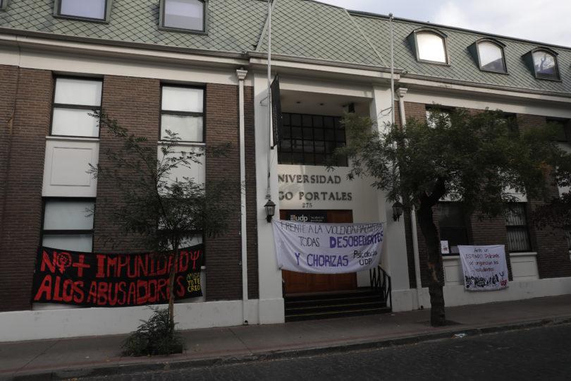 UDP aprueba incorporar uso de lenguaje inclusivo tras acuerdo para bajar toma feminista