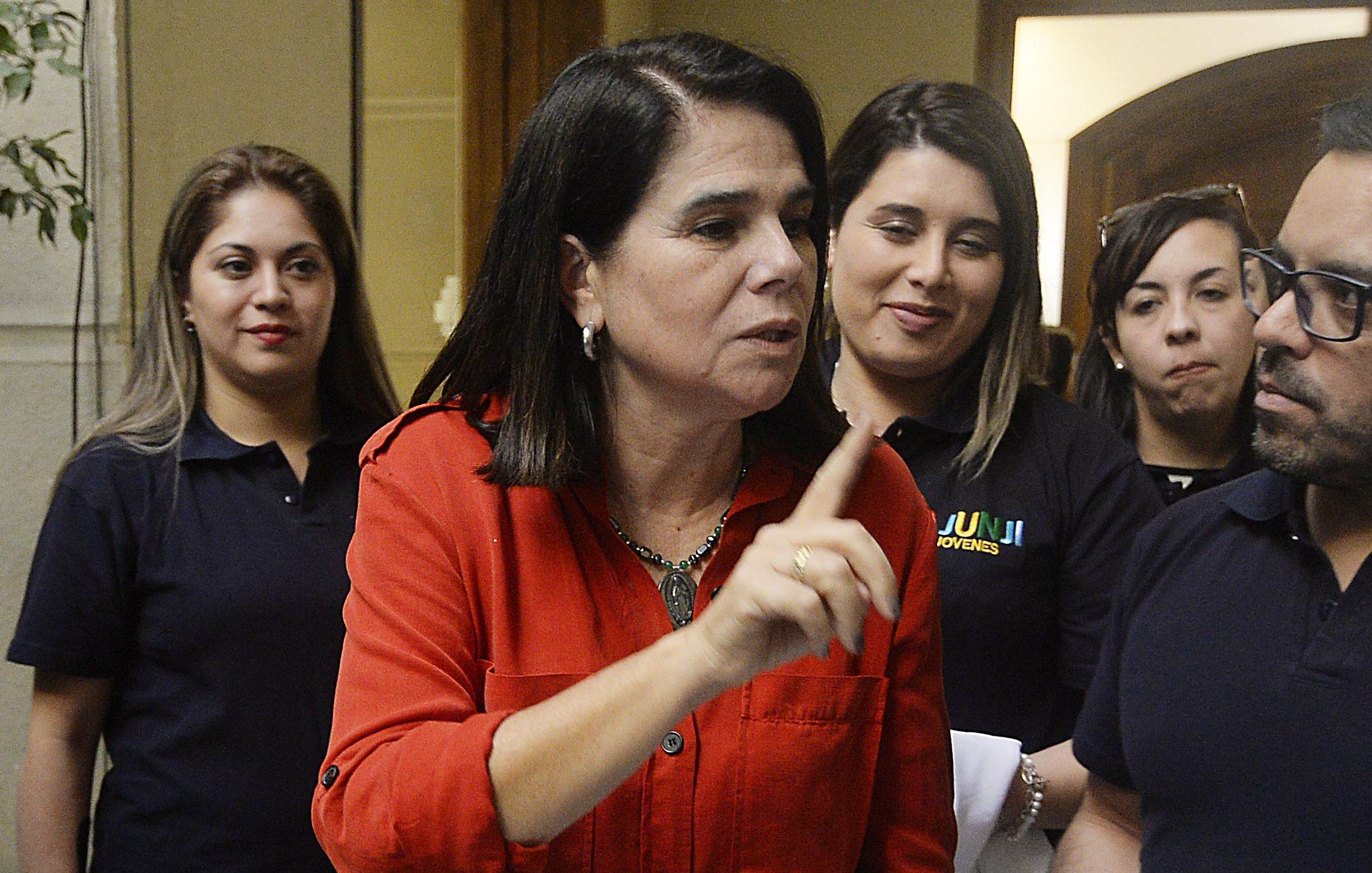 Cámara inicia comisión investigadora contra gestión de Bachelet: solo llegaron 5 diputados a la sesión