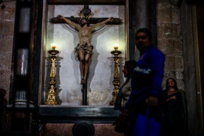 Arzobispado de Santiago suspende a sacerdote denunciado por presuntos abusos