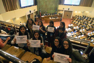Sólo 28 hombres fueron a sesión especial por demandas feministas y Mónica Rincón no lo dejó pasar