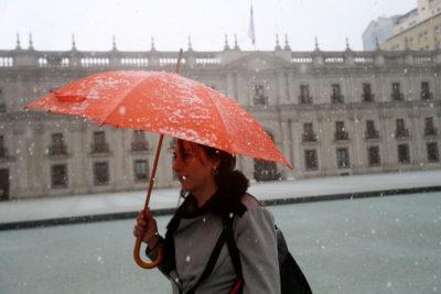 Karla Rubilar responde a críticos por suspensión de clases tras caída de nieve en Santiago