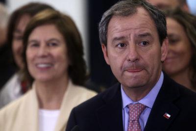 """""""No se queden con la literalidad de mis palabras"""": ministro Varela se disculpa por declaraciones sobre reclamos por infraestructura en colegios"""