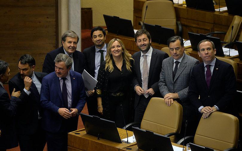 Los 46 diputados que votaron en contra de resolución para pedir urgencia a proyecto para bajar dieta parlamentaria
