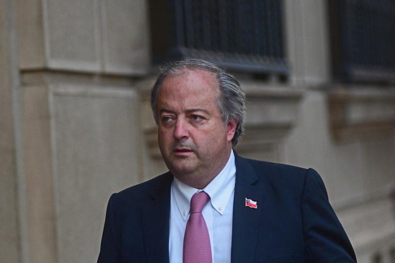 """Ministro del Trabajo acusó contratos colectivos con """"beneficios desproporcionados"""""""