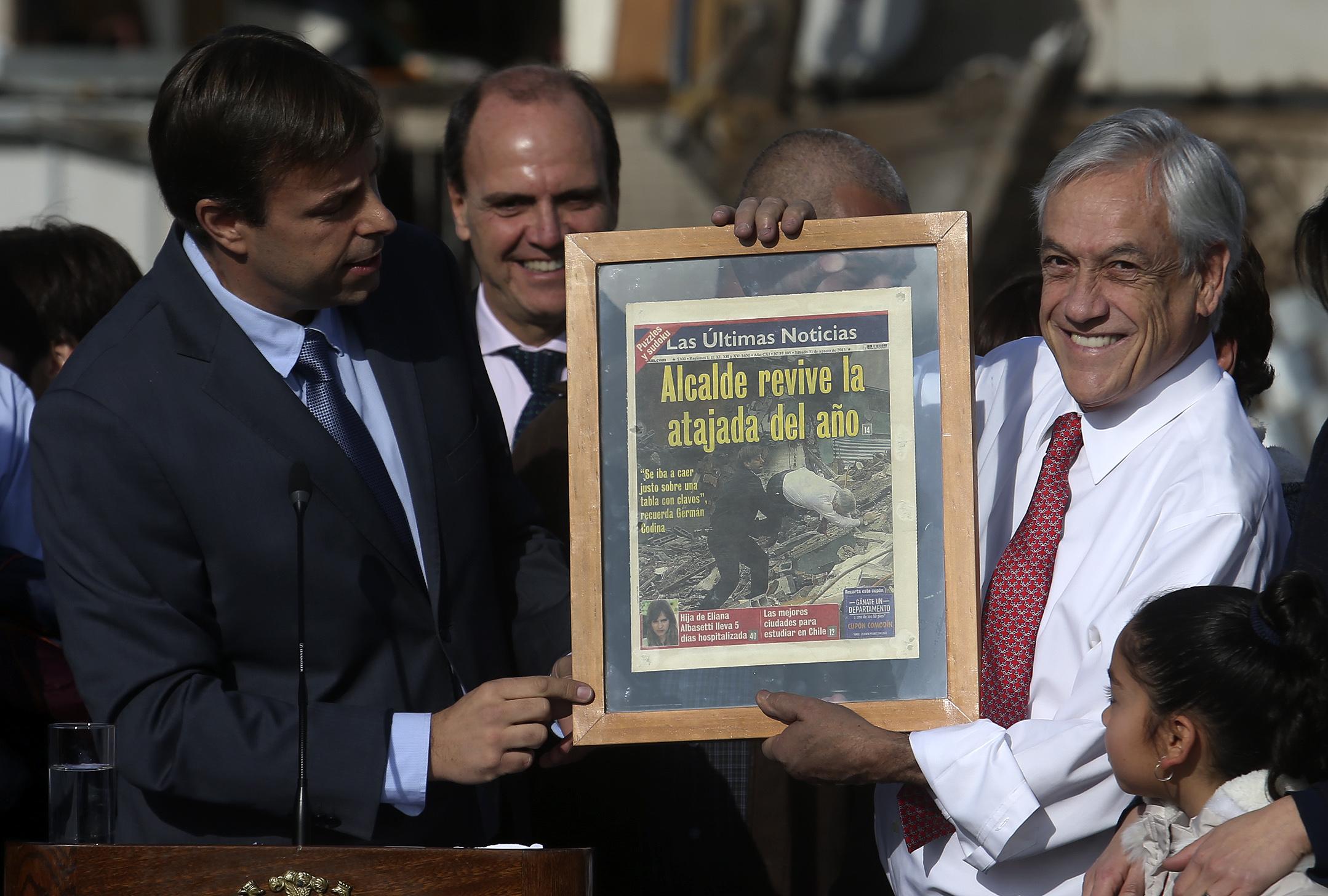 """""""VIDEOS   Alcalde Codina le recordó a Piñera su mítico porrazo durante acto oficial en Bajos de Mena"""""""