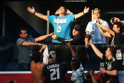 Le sale competencia a Sampaoli: Maradona se ofrece a dirigir gratis la selección argentina