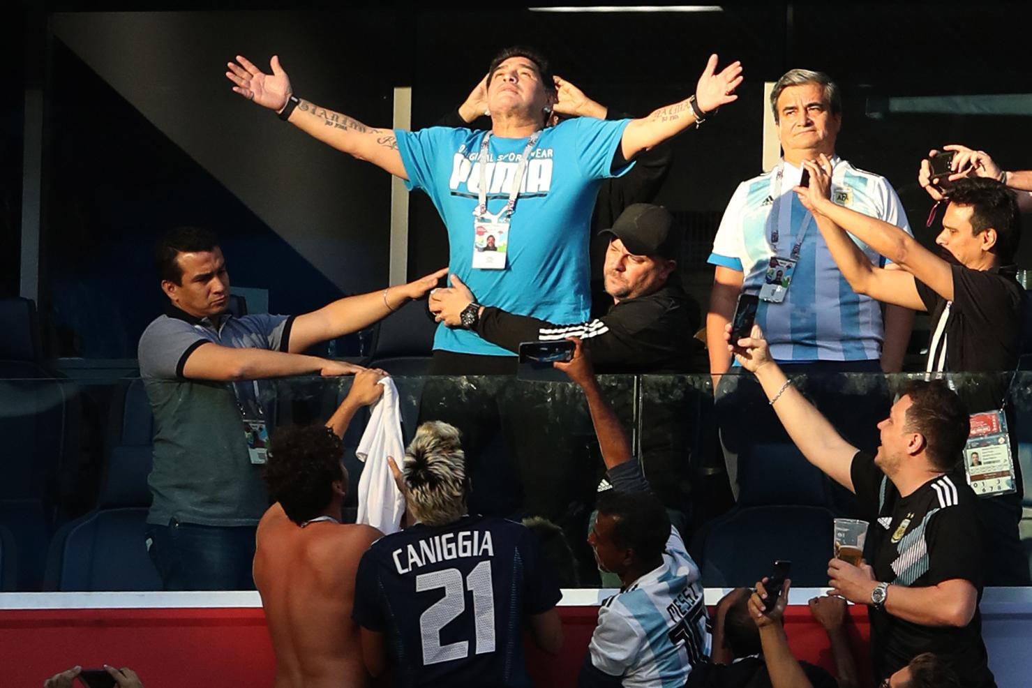 VIDEOS | Cinco registros que muestran el estado de Maradona durante el partido de Argentina
