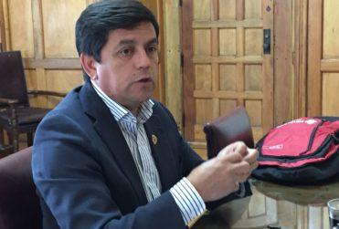 """Alcalde de Santa Cruz propone sancionar uso de palabra """"paco"""" en medios de comunicación"""