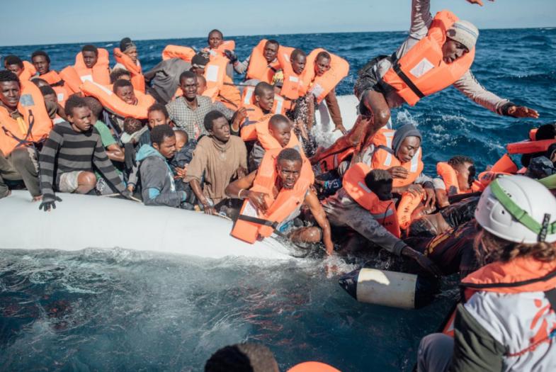 Nuevo gobierno español determina acoger barco con 629 inmigrantes rechazado por Italia y Malta