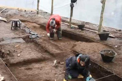 Reportaje de CHV muestra fosa donde fueron quemados DD.DD. en Colonia Dignidad