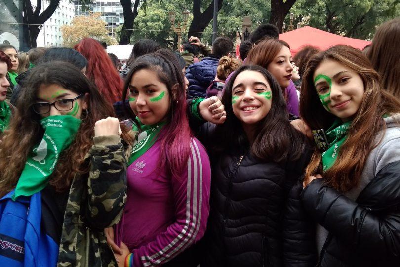 """""""Ahora que estamos juntas…"""": relato de la votación por aborto libre en la Plaza del Congreso argentino"""