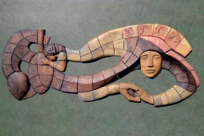 Murales de cerámica inspirados en poemas de Gabriela Mistral llegan al Museo Precolombino