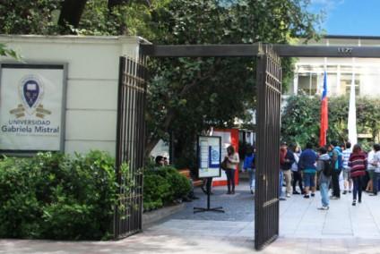 Universidad Gabriela Mistral remueve a su rector y saca a otros cinco directivos