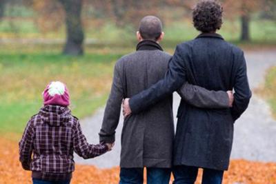 El gobierno que discrimina explícitamente a las familias homoparentales