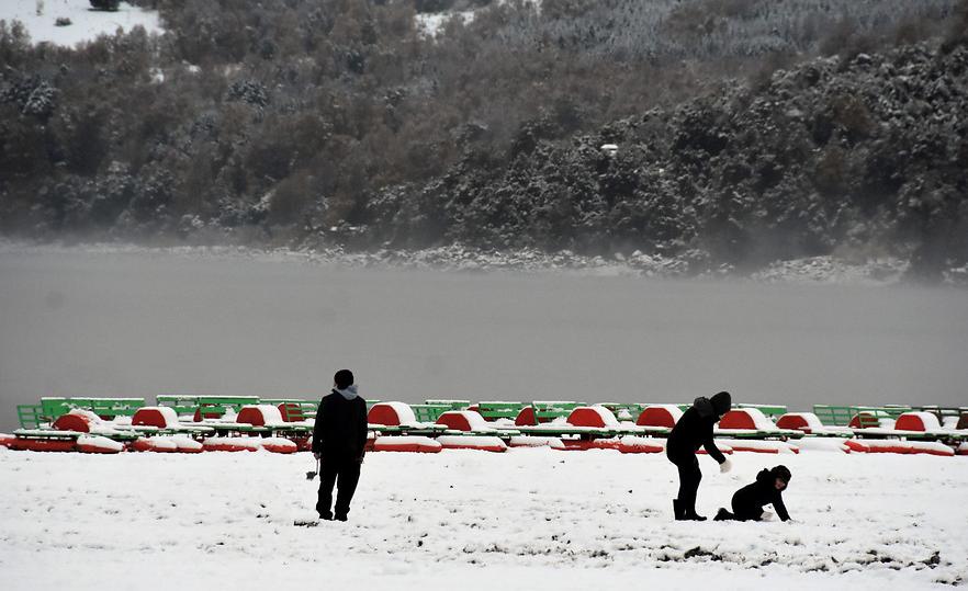 FOTOS | La inusual nevada en el lago Caburgua en Pucón