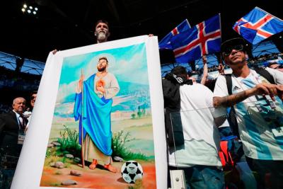 Hinchas chilenos se dan un festín con debut de Sampaoli: 20 troleos a los argentinos por empate