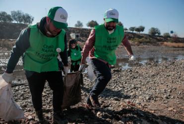 FOTOS | Más de 400 voluntarios limpiaron ribera Del Río Mapocho