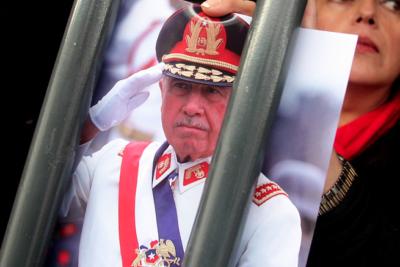 Ordenan decomiso de 5 millones de dólares y lujosas propiedades de Pinochet