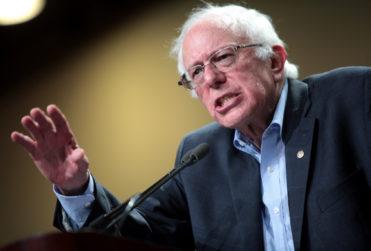 Senador estadounidense Bernie Sanders barre con la familia de Lucy Ana Avilés por condiciones laborales de sus trabajadores