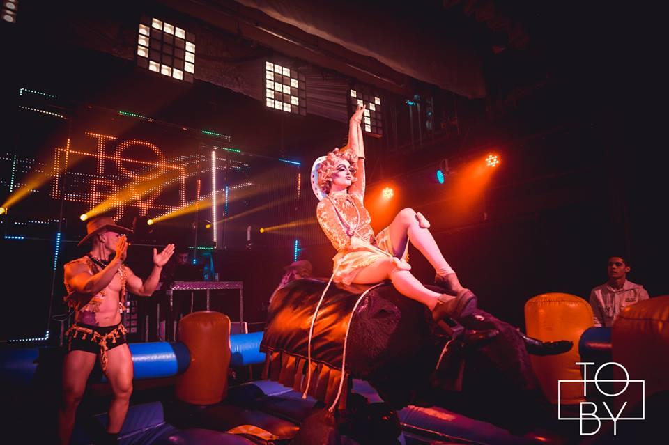 """VIDEO   """"Roxy Foxy"""" analiza el boom del Drag Queen y enseña cómo transformarse"""