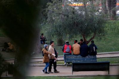 Ley de Conductas Antisociales: Piñera incluye multas de hasta $200 mil por tomar en la calle
