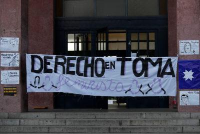 U. de Chile: Toma feminista de Facultad de Derecho sigue en pie